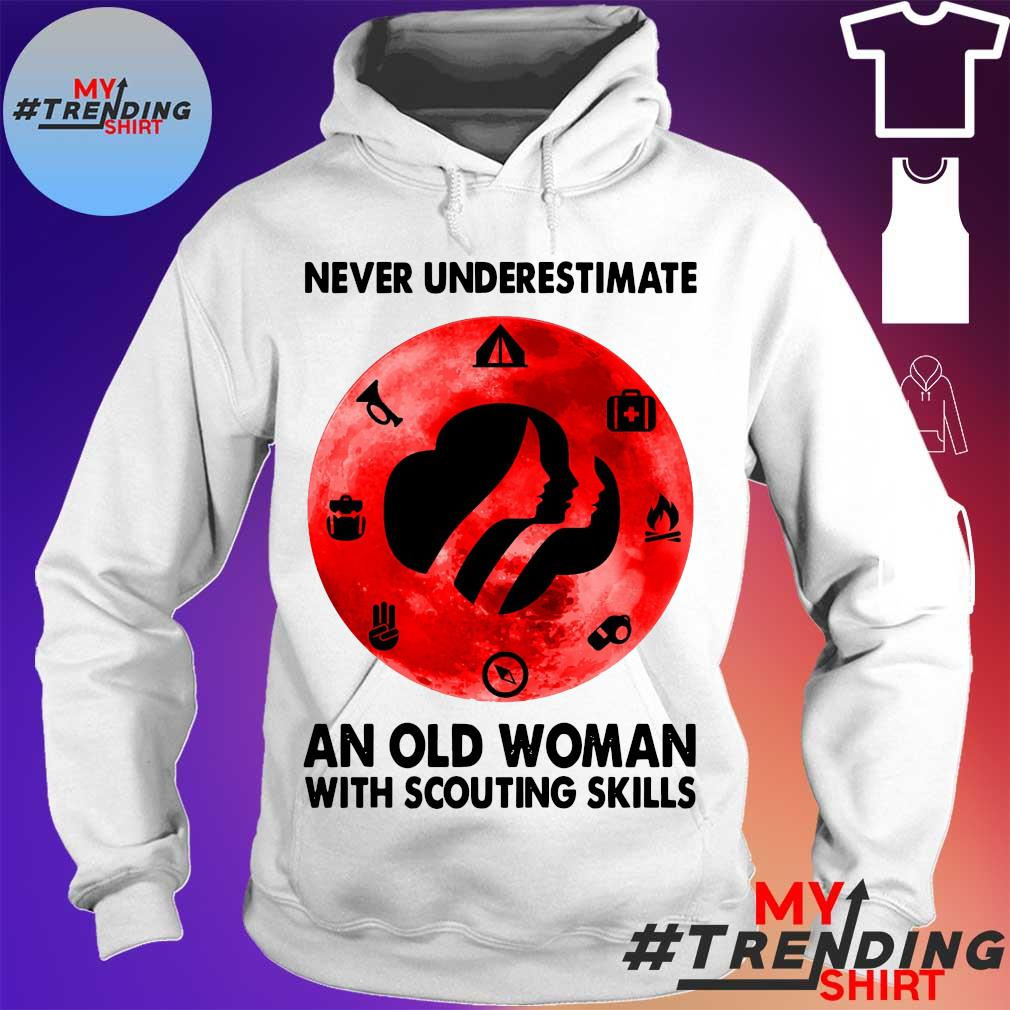 Never underestimate an old Woman tith scouting skills s hoodie
